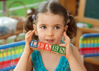 girl-with-learn-blocks